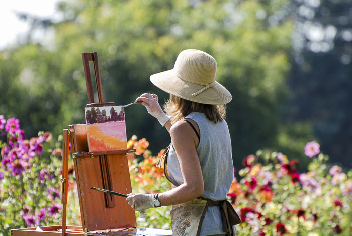 A painter expressing herself at the dahlia farm.