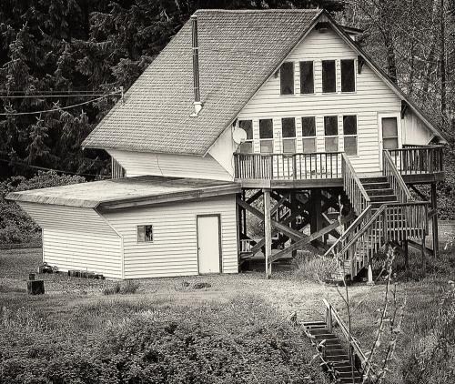houses-bw