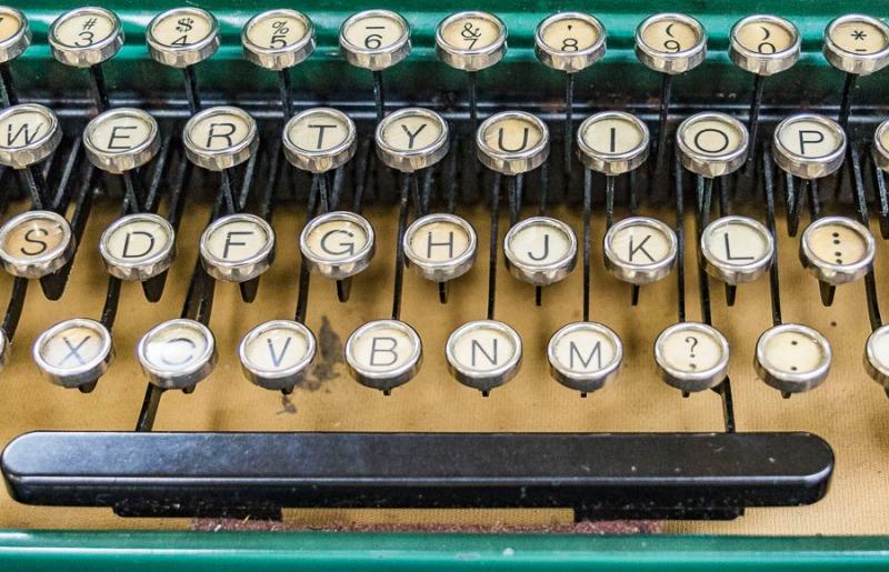 Vintage Typewriter (Royal)