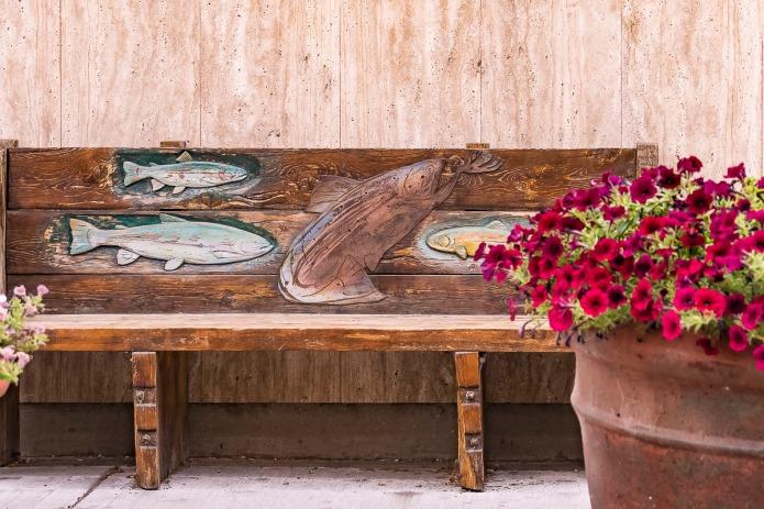 Wood carved bench in Idaho Falls, Idaho.