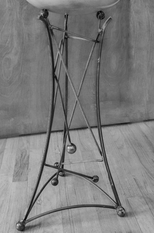 Drum stand in black and white to show more detail.